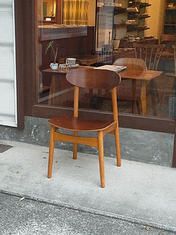 school chair & お知らせ_c0139773_18533337.jpg