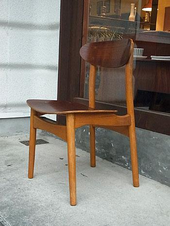 school chair & お知らせ_c0139773_18542147.jpg