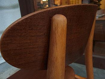 school chair & お知らせ_c0139773_18545387.jpg