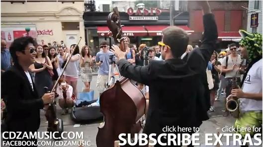 NYのクラシック音楽家グループcdzaによる街角人間ジューク・ボックス_b0007805_0171815.jpg