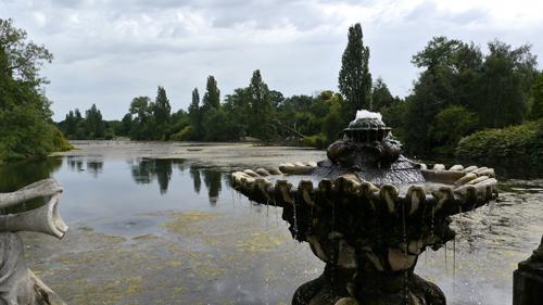 LONDON Kensington GardensとHyde Parkを分けるThe Long Walterが始まるItalian Gardensから撮影その❷→_b0032617_1531752.jpg