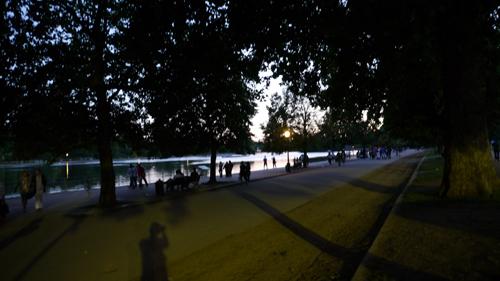 LONDON Kensington GardensとHyde Parkを分けるThe Long Walterが始まるItalian Gardensから撮影その❷→_b0032617_1534172.jpg