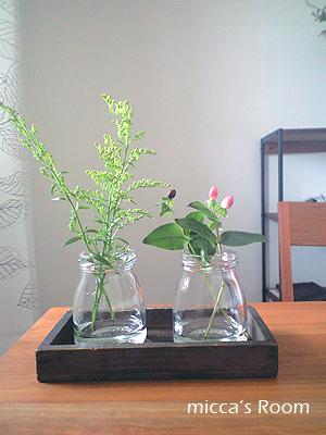 ダイニングの壁に花を飾る_b0245038_1825217.jpg