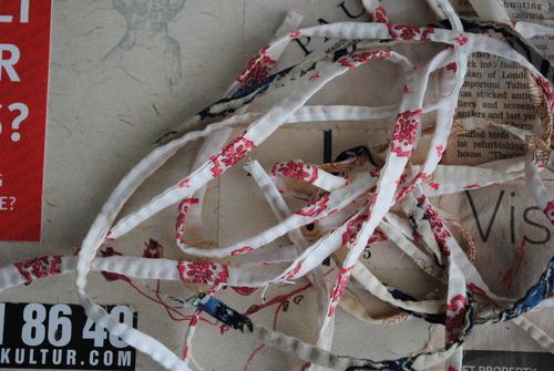なんとなく紐を縫う_d0101846_7172073.jpg