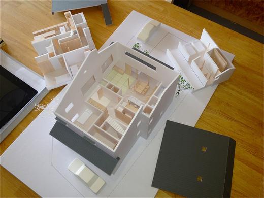 住宅模型の解体ショー_f0165030_1554111.jpg
