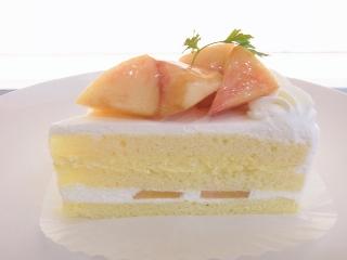 【期間限定】桃のショートケーキ_e0211448_12131111.jpg