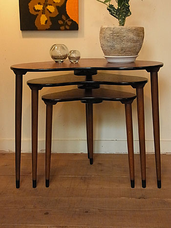 nesting table & お知らせ_c0139773_17105986.jpg