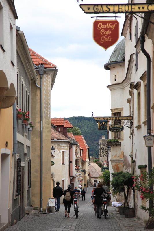 中世の町並みデュルンシュタイン_c0187779_655921.jpg