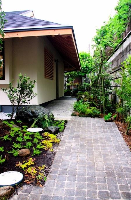 「聖蹟桜ヶ丘の家」アプローチ・玄関・居間_f0230666_15132357.jpg