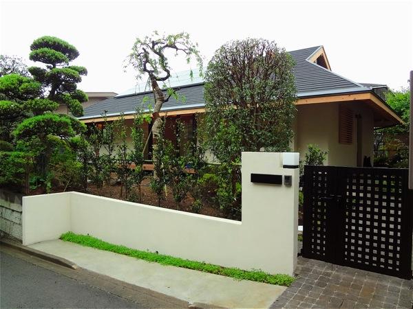 「聖蹟桜ヶ丘の家」アプローチ・玄関・居間_f0230666_1542252.jpg