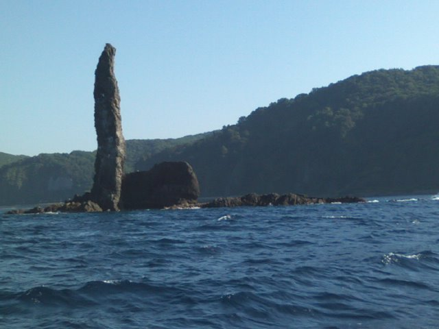 ロウソク岩(チンコ岩)に拝む余市キッズ(^^)大きくなりますように!…って人間がね(^^;_b0127002_16242811.jpg