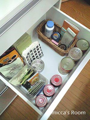 キッチン収納とりあえず納め直しました_b0245038_1220980.jpg