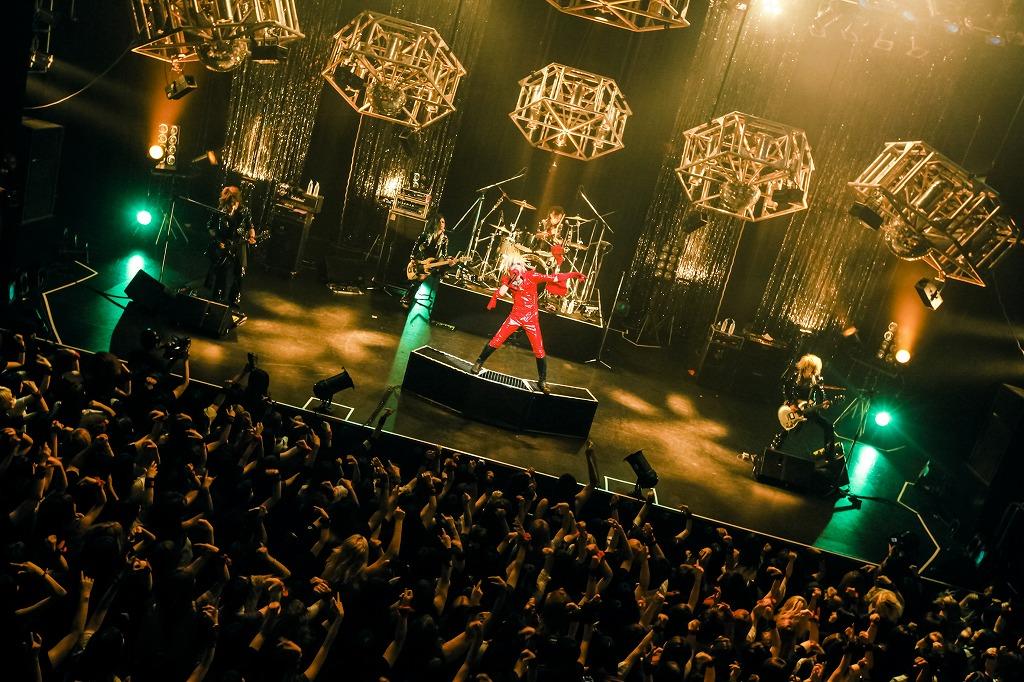 "V系バンド""BORN""、EAST公演で新譜リリース&初の渋谷クアトロ公演を発表_e0197970_23392425.jpg"