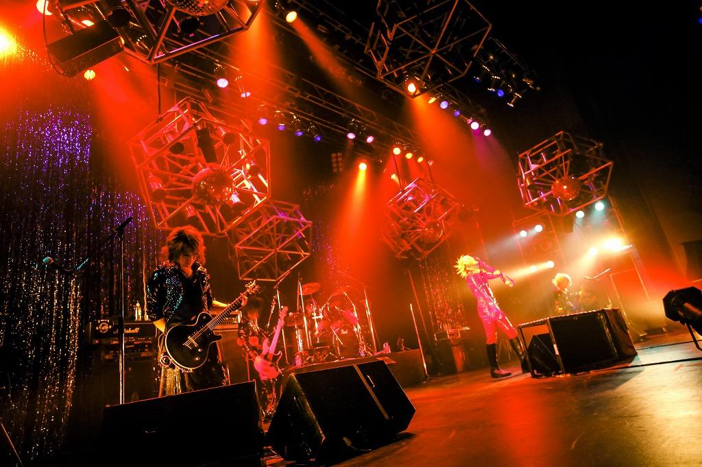 "V系バンド""BORN""、EAST公演で新譜リリース&初の渋谷クアトロ公演を発表_e0197970_23394038.jpg"
