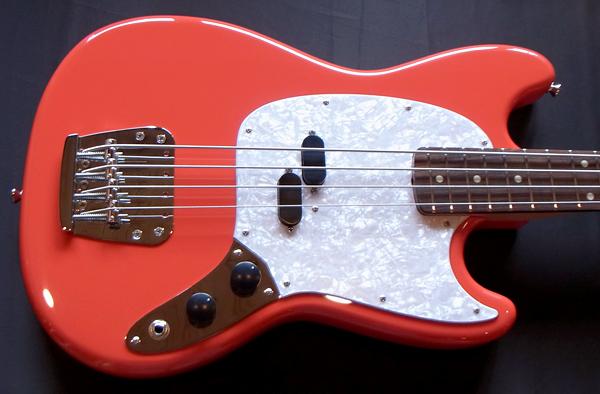 「Fiesta RedのGastank Bass 1本目」が完成しました!_e0053731_18164897.jpg