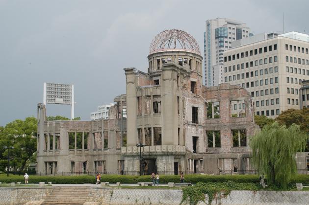 原爆ドームが保存された理由~風化するから遺産を残す_e0171573_22332139.jpg