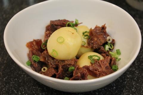 やわらか牛すね肉の醤油煮と、韓国風冷麺_a0223786_17455857.jpg