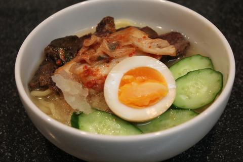 やわらか牛すね肉の醤油煮と、韓国風冷麺_a0223786_17461520.jpg