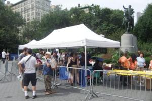 ニューヨークでは公園でFBIが採用活動やってます?!_b0007805_2350934.jpg