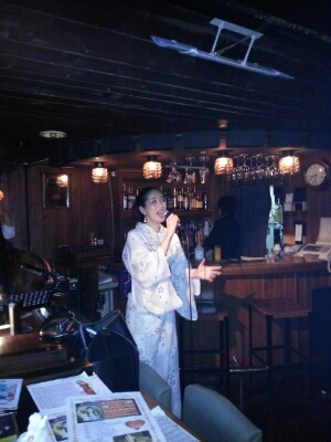 IZUMIでした〜(^^♪明けて本日17日は六本木チャーリーズクラブです。_f0178313_1394234.jpg
