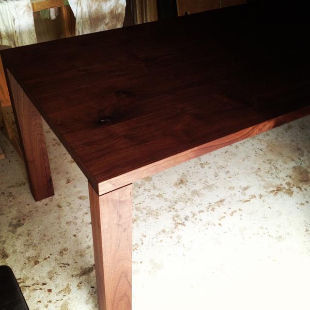 ウォルナットのダイニングテーブル_a0122528_11125157.jpg