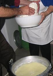 ルッカ 回想記 チーズ作り見学&ジャンルーカ先生の授業_a0154793_15195235.jpg