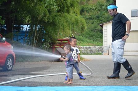 小型カンフー消防士!_a0128408_17493920.jpg