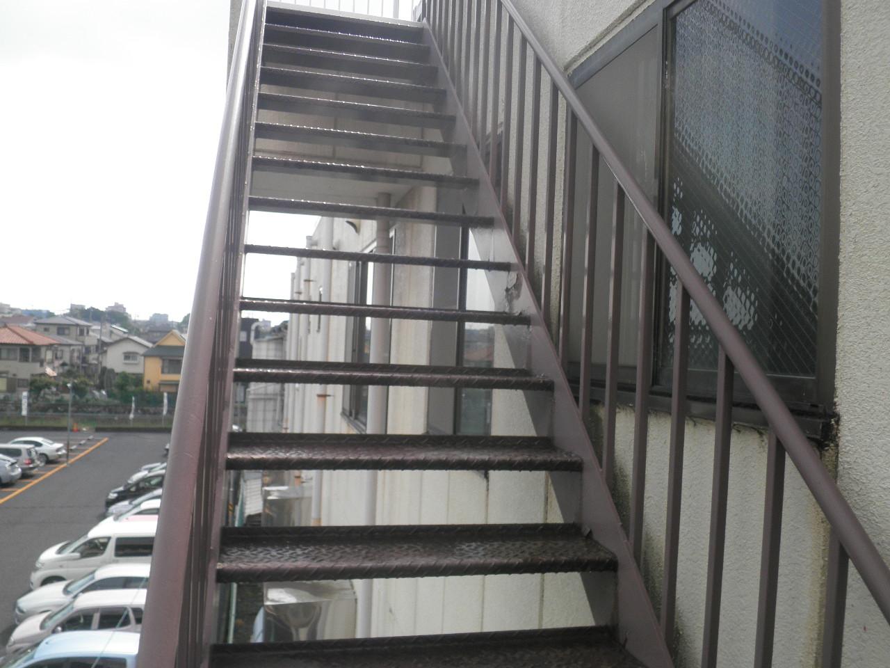 外部階段塗装②-3_e0164638_14505486.jpg