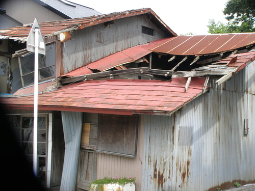 八戸市役所通学路を守り廃屋を撤去せよ3_b0183351_7482651.jpg