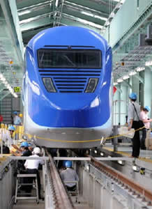 新幹線に浮かれる男たち_c0052876_17421727.jpg