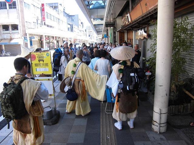 本物の山伏の皆さんが吉原宿に到着 「富士峰修行」_f0141310_819455.jpg