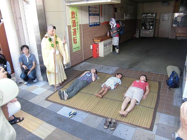 本物の山伏の皆さんが吉原宿に到着 「富士峰修行」_f0141310_8203278.jpg