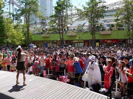 中川翔子、想い出の後楽園で灼熱ライヴ&握手会を決行!_e0197970_12542316.jpg
