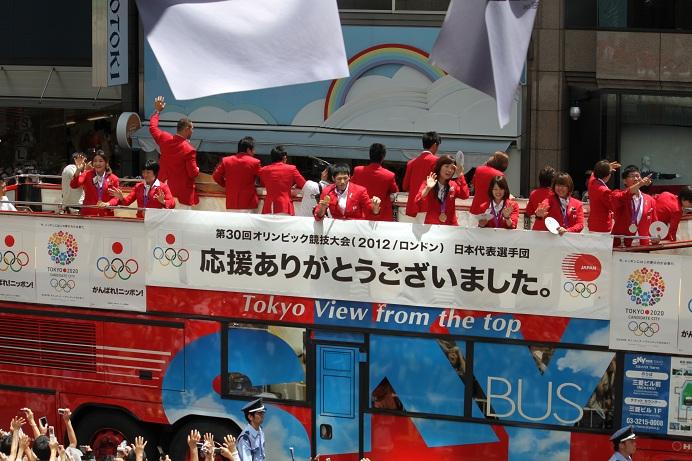 オリンピック祝賀パレード_b0189489_21155159.jpg