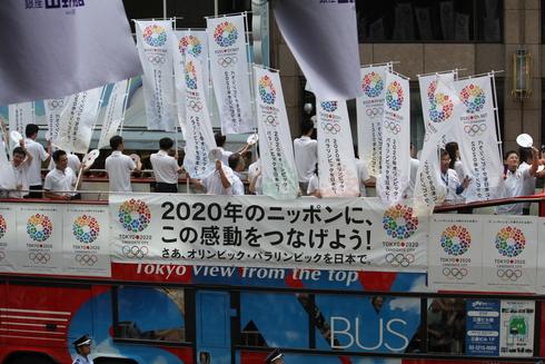 オリンピック祝賀パレード_b0189489_2225338.jpg