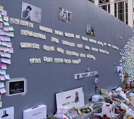 スティーブ・ジョブズさん追悼特集 ニューヨーク5th Avenue店前_b0007805_7302880.jpg
