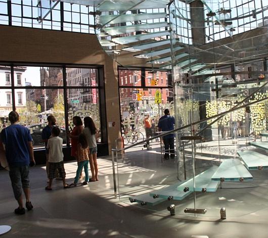 スティーブ・ジョブズさん追悼特集 ニューヨークWest14丁目店前_b0007805_7392335.jpg