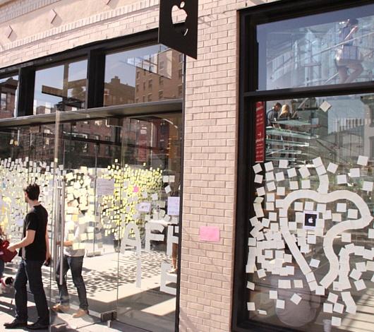 スティーブ・ジョブズさん追悼特集 ニューヨークWest14丁目店前_b0007805_7424287.jpg