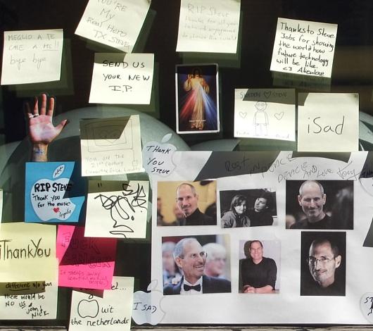スティーブ・ジョブズさん追悼特集 ニューヨークSOHO店前_b0007805_744766.jpg
