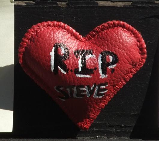 スティーブ・ジョブズさん追悼特集 ニューヨークSOHO店前_b0007805_745418.jpg