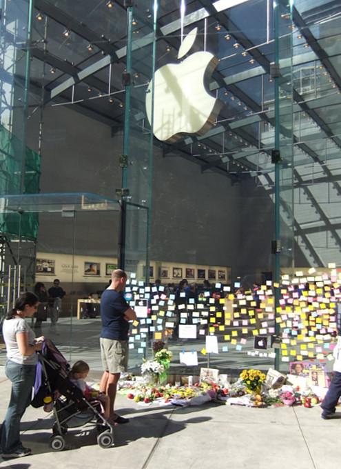 スティーブ・ジョブズさん追悼特集 ニューヨークWest68丁目店前_b0007805_7511348.jpg