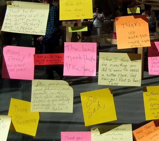 スティーブ・ジョブズさん追悼特集 ニューヨークWest68丁目店前_b0007805_757379.jpg