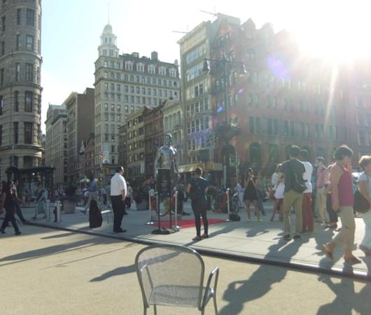 ニューヨークの街角にもパンツいっちょベッカムさん像_b0007805_1202445.jpg
