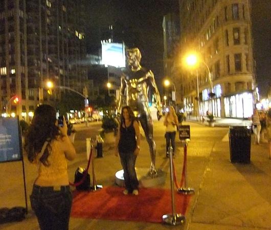 ニューヨークの街角にもパンツいっちょベッカムさん像_b0007805_1221372.jpg