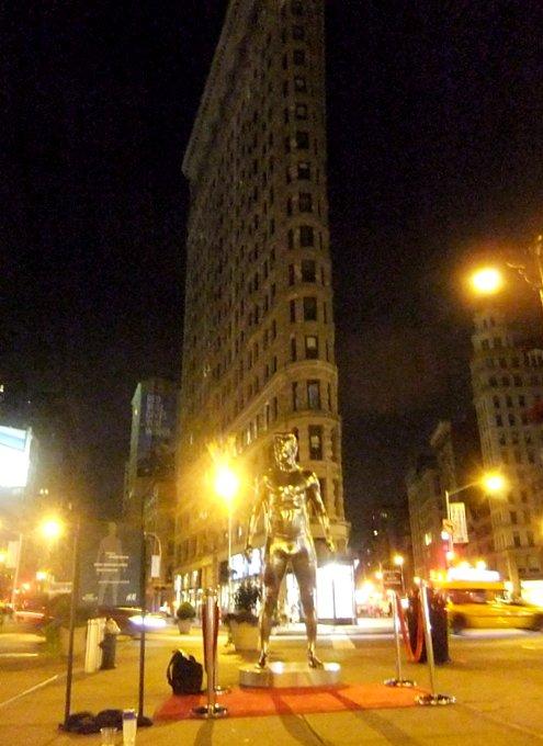 ニューヨークの街角にもパンツいっちょベッカムさん像_b0007805_1222117.jpg