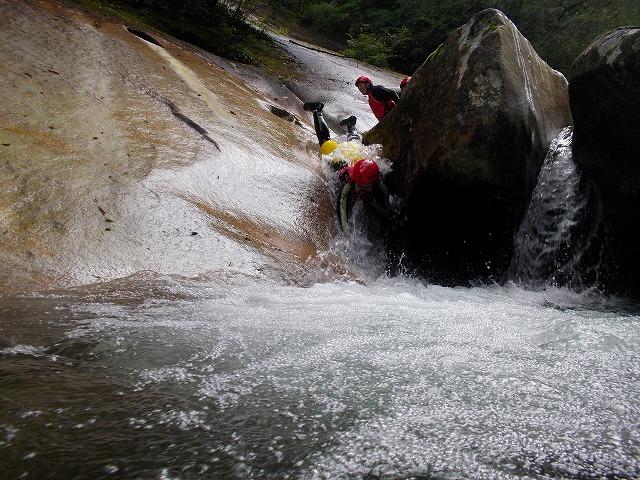 川遊び大好き、アウトドアチーム来襲in藤河内渓谷_f0230770_1555307.jpg