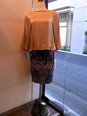 シラハマリツコの花柄のスカート_d0236253_1902584.jpg