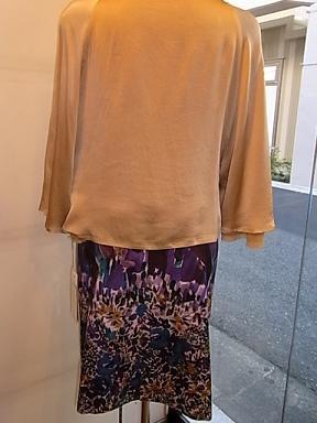 シラハマリツコの花柄のスカート_d0236253_1903669.jpg
