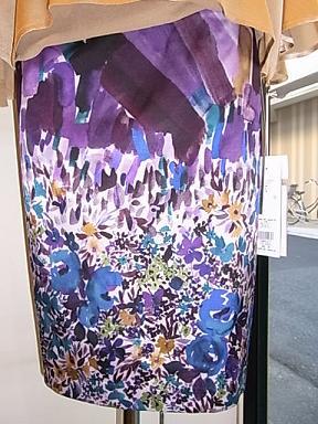 シラハマリツコの花柄のスカート_d0236253_1904747.jpg