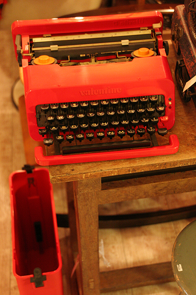 olivetti VALENTINE オリベッティ バレンタイン vintage タイプライター_e0243096_1832641.jpg